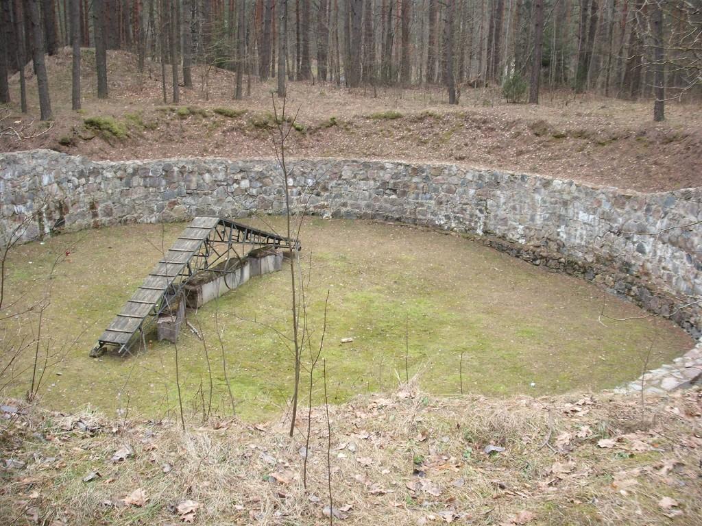 Duobė, kurioje buvo laikomi kaliniai