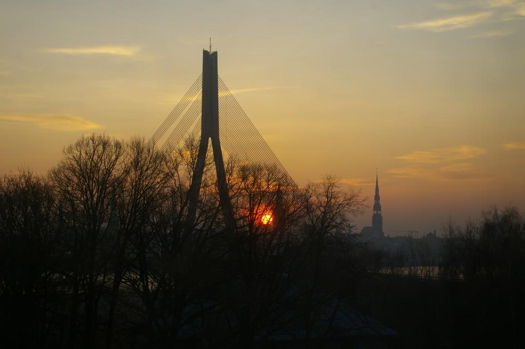 Vaizdas pro viešbučio langą (saulėtekis)