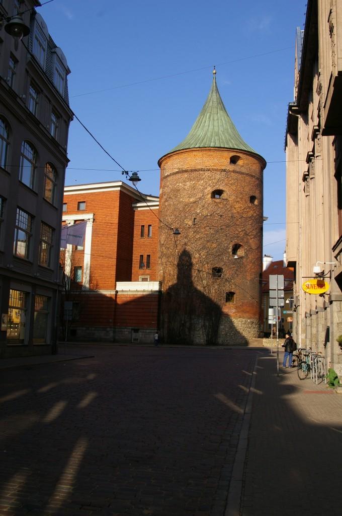 Parako bokštas. Šiuo metu čia įsikūręs karo muziejus.
