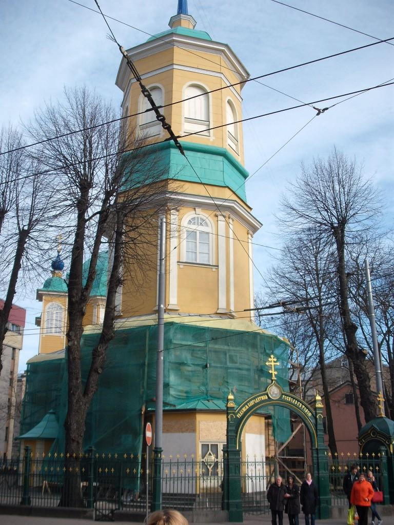 Į akis krito žalia cerkvė